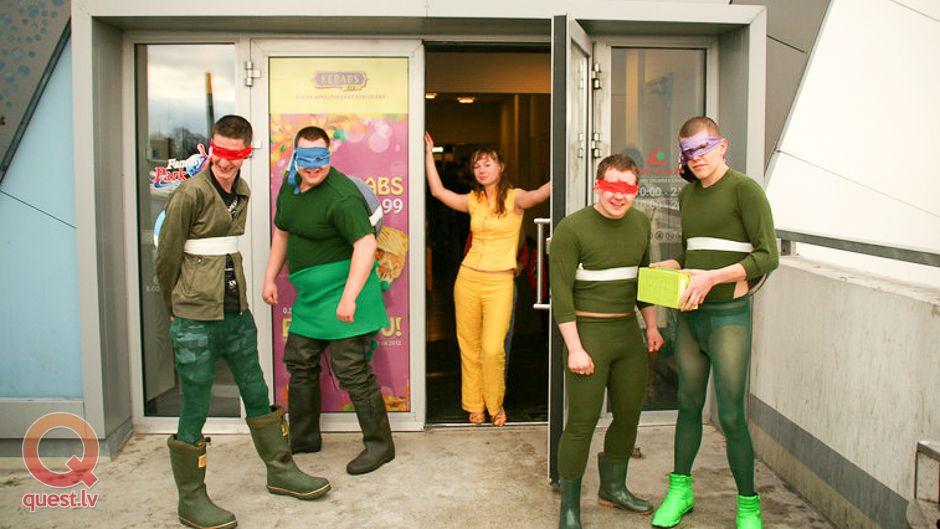 """Jāatrod apģērbus lai attēlot """"Ninja Turtles"""""""